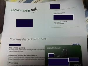 ロイズ銀行は更新後のデビットカードを海外に送ってくれる