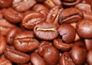 セブンカフェだけでなく、セブンプレミアム挽きたてコーヒー無糖まで美味しいわあ。