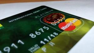 年会費無料の楽天銀行JCBデビットカードとデビットカードの必要性。