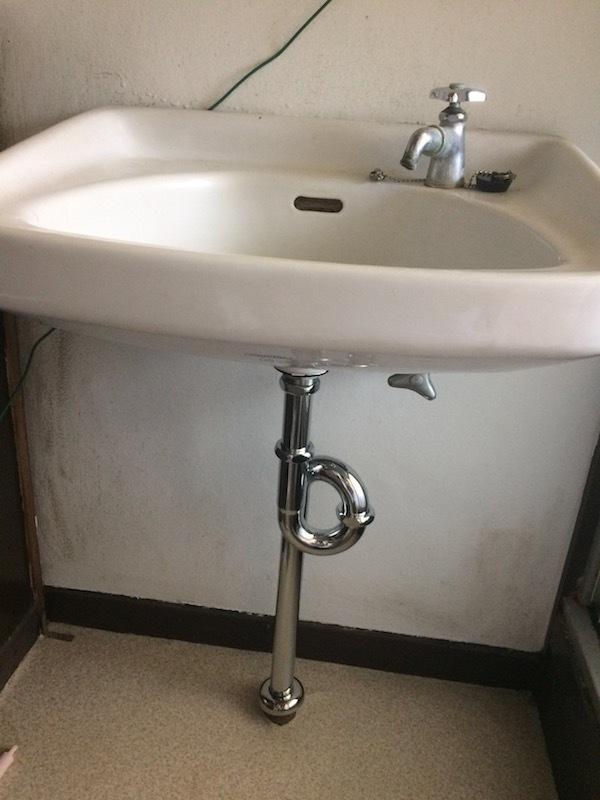 洗面台のS字トラップから水が漏れる時の対処法