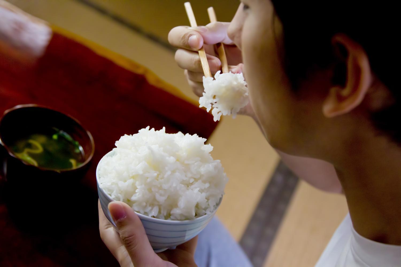 糖質制限でご飯抜きの食事を続けると白米を食べる必要がなくなる