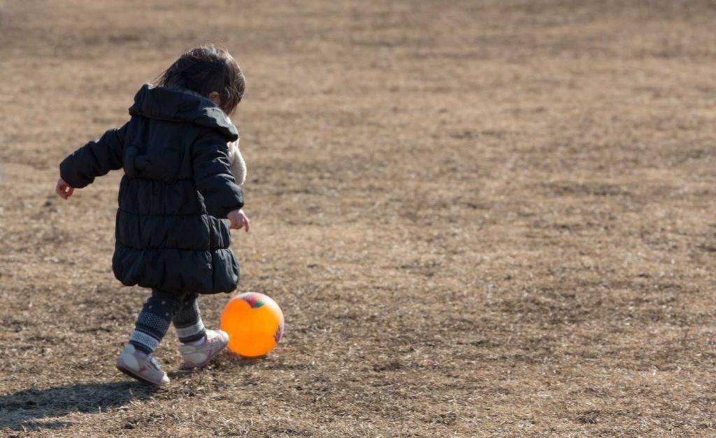 1歳後半から2歳の子供が絶対喜ぶ外と室内の楽しい遊び方と遊び場