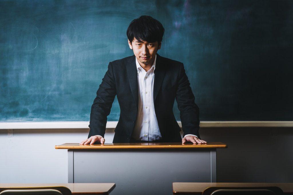 高校で授業中の内職がばれない方法・コツは先生の目の前に座ることだ