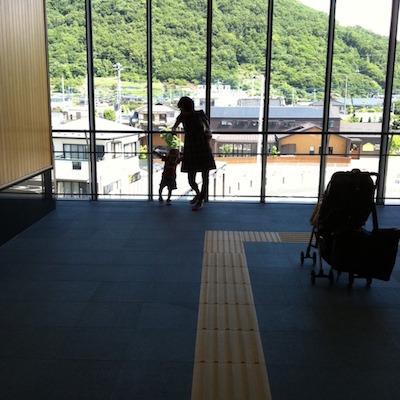 綺麗な石和温泉駅