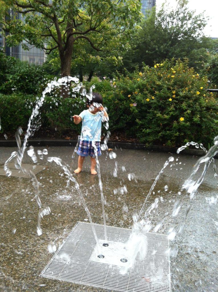 六本木檜町公園の遊具と水遊び、赤坂児童館なんで~もは子連れに最適