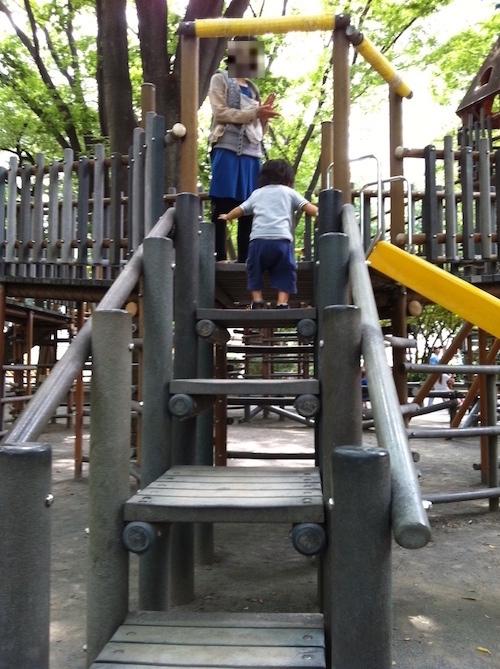 滑り台の階段