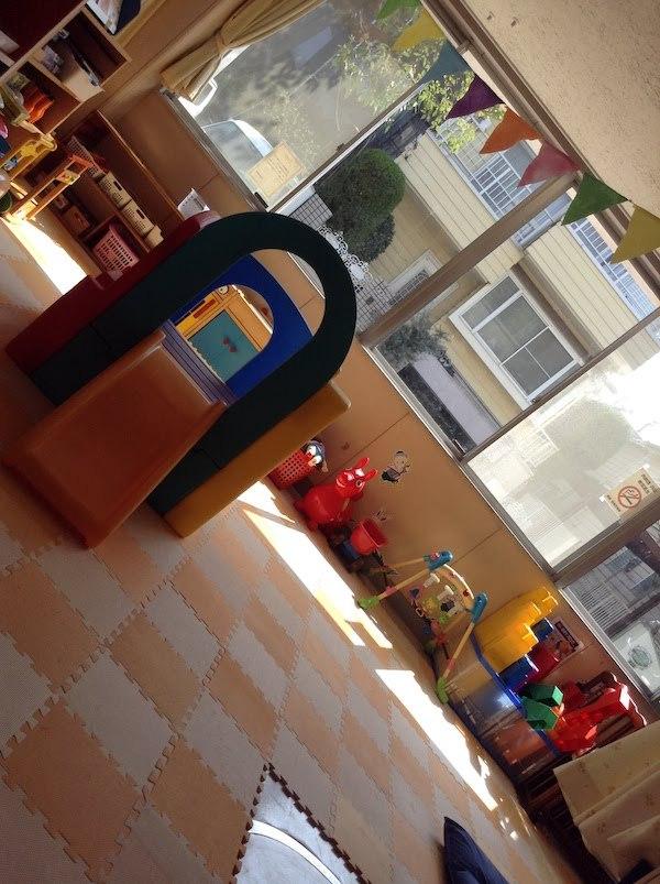 東原児童館の開放感と電池入りプラレール