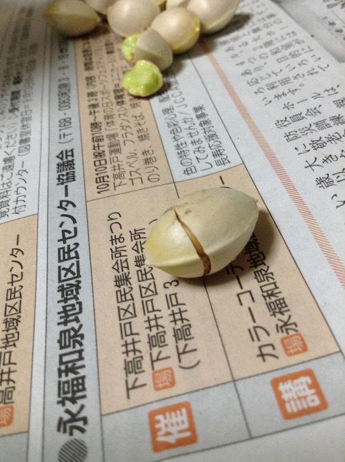 銀杏の殻を押しつぶす
