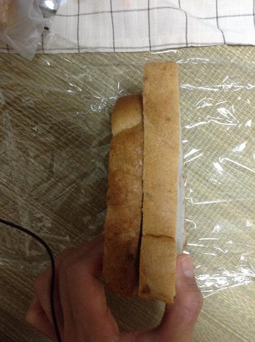 タカキベーカリーのくるみ食パンの方が大きい