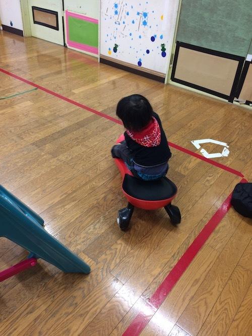 2歳児もプラズマカーを運転できる