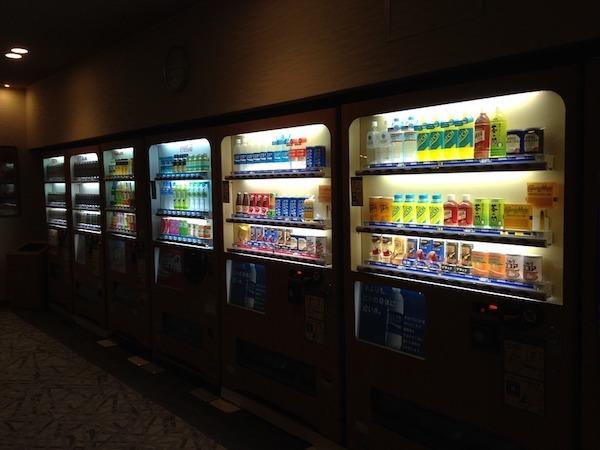 自販機で同じ量なのに値段が違うジュースとどれを買うか迷う心理