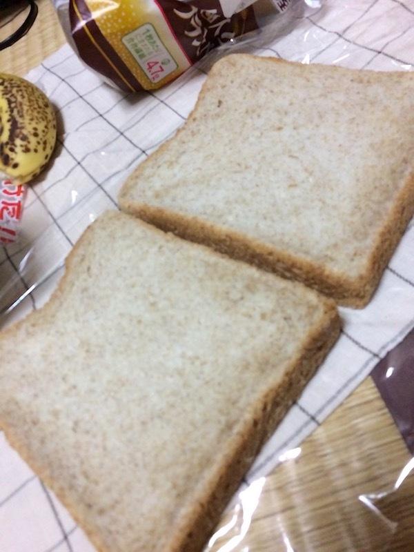 パンを2枚準備してチーズを2枚置く