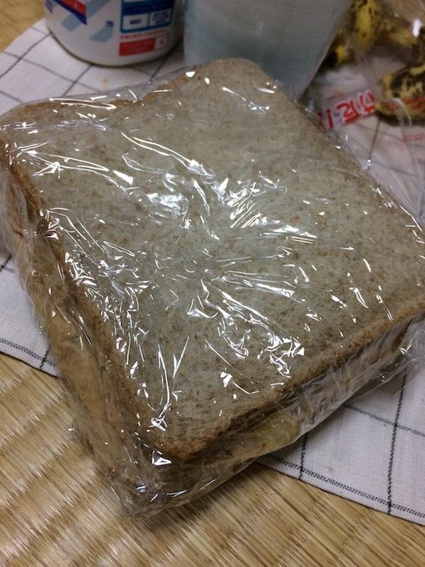 パンで挟んではみ出させて完成