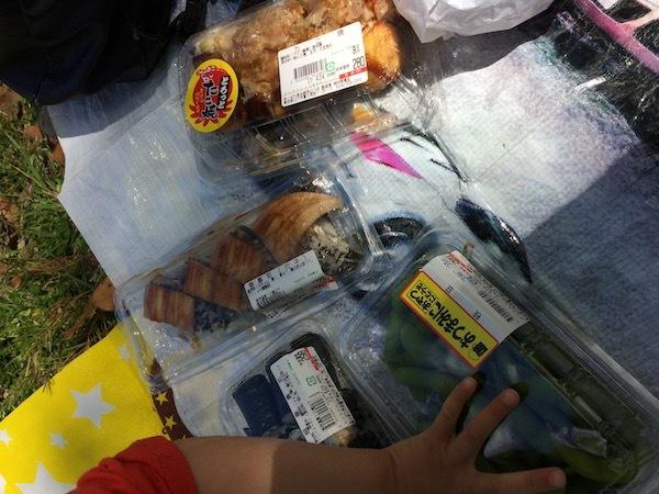 昭和記念公園であっぱれ食品館の惣菜をランチにするのが勝ち組である