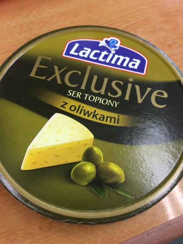 オリーブ入りとポルチーニ入りのクリーミーチーズ