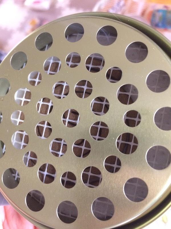 携帯用の小型蚊取り線香は使い方が簡単である