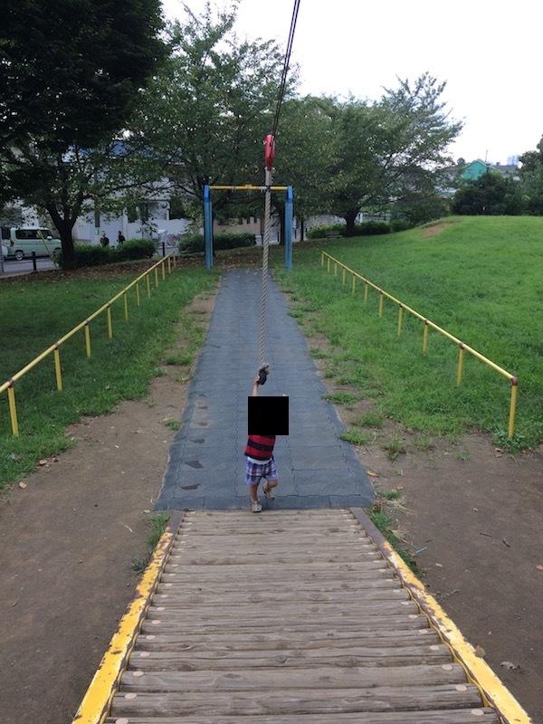 杉並区和田堀公園ワンパク広場のターザンロープと滑り台はおすすめ