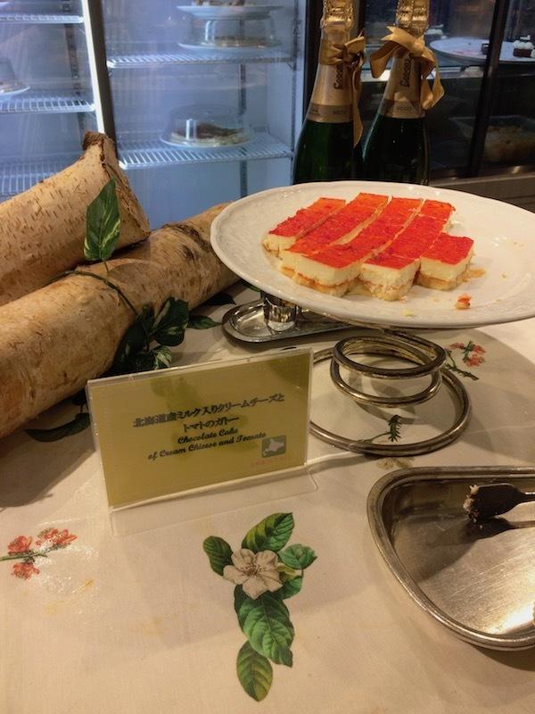 北海道産ミルク入りクリームチーズとトマトのガトー