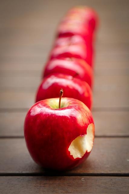 りんごのかけらが喉に引っかかって(刺さって?)取れないし出血した話