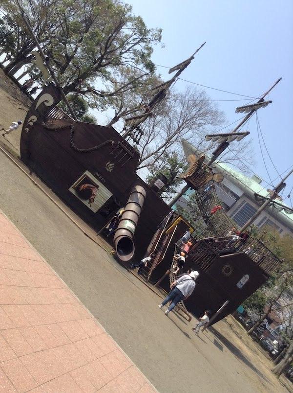 海賊船をモチーフにしたアスレチック遊具がすごい