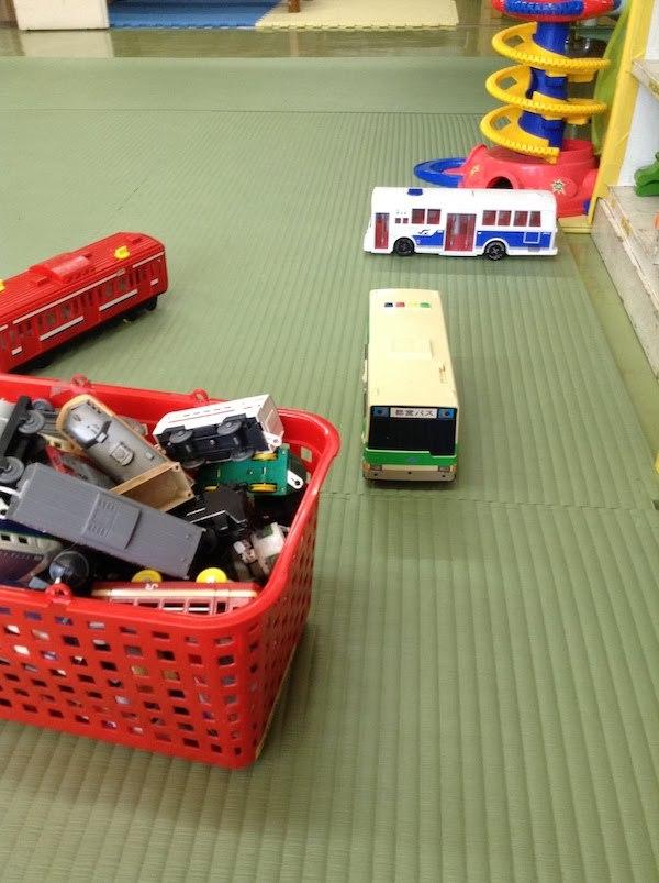 プラレール等の電車や車のおもちゃが多い