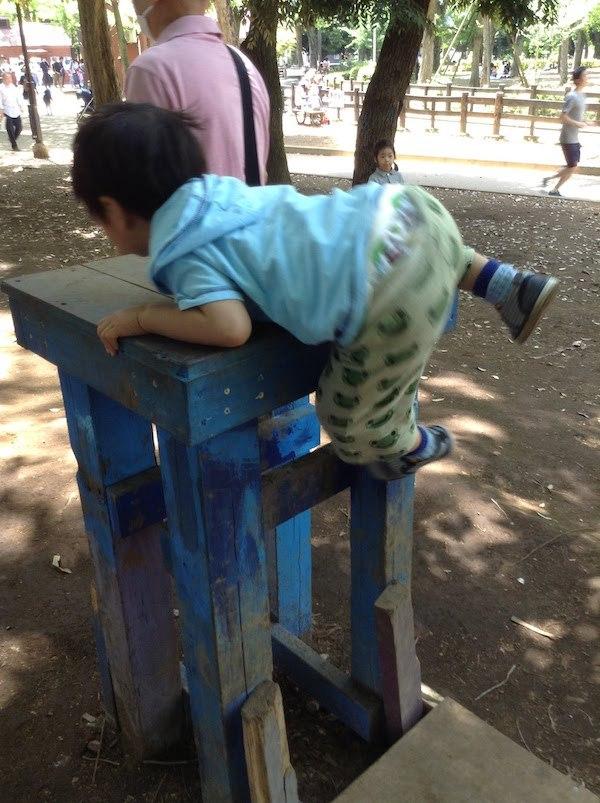 世田谷プレーパークでターザンロープもできる