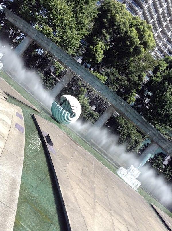 和田倉噴水公園の噴水は夏場の水遊びにおすすめ