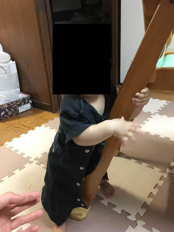 生後8ヶ月赤ちゃんの成長。鼻下伸ばす癖と掴まり立ちと卵アレルギー