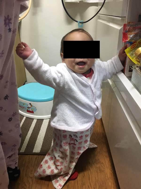 生後11ヶ月の赤ちゃんの成長。手づかみ食べと伝い歩き覚えた。