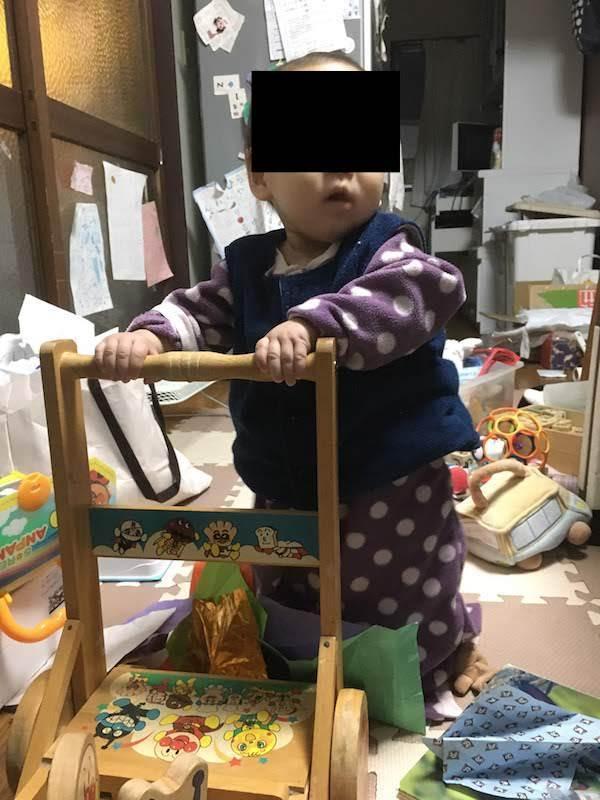 1歳の赤ちゃんの成長。物を手渡しでくれる、夜長く寝るようになる。