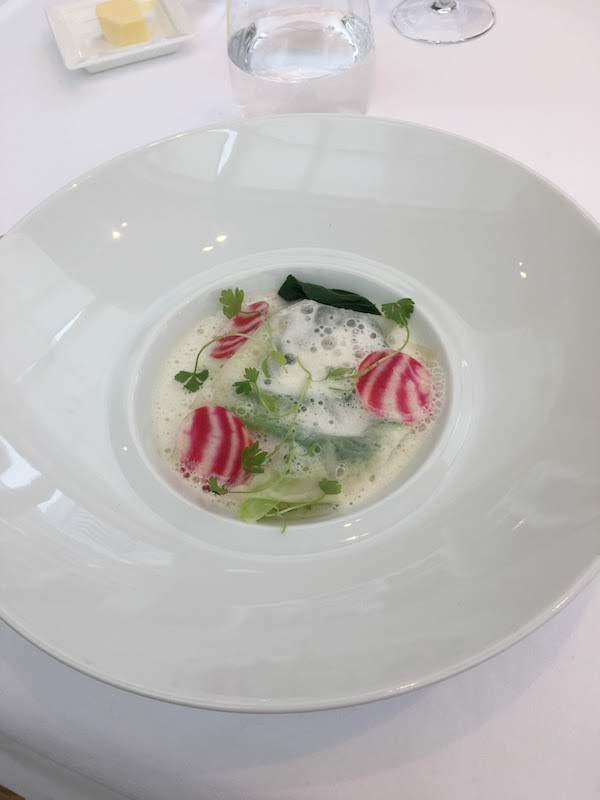 前菜の帆立貝のラヴィオリ