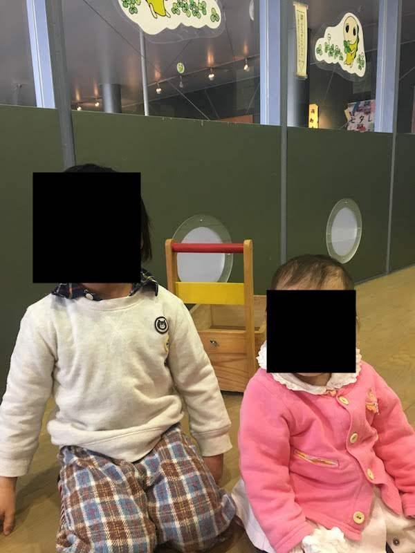 ゆう杉並の乳幼児室で遊ぶ子供達