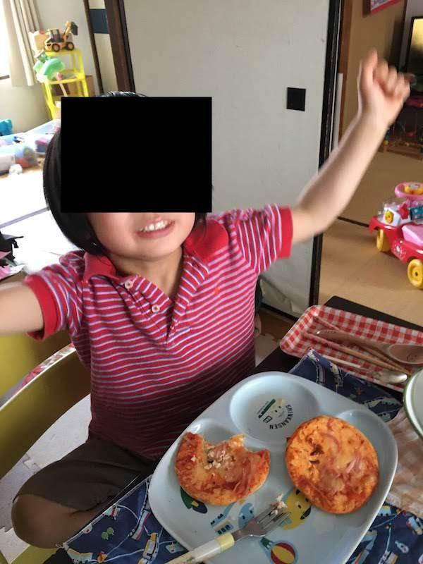 丸大食品のミニピザ(ベーコン&ウインナー)