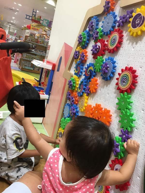 キッズスクエアは児童館のように無料でおもちゃで遊べる