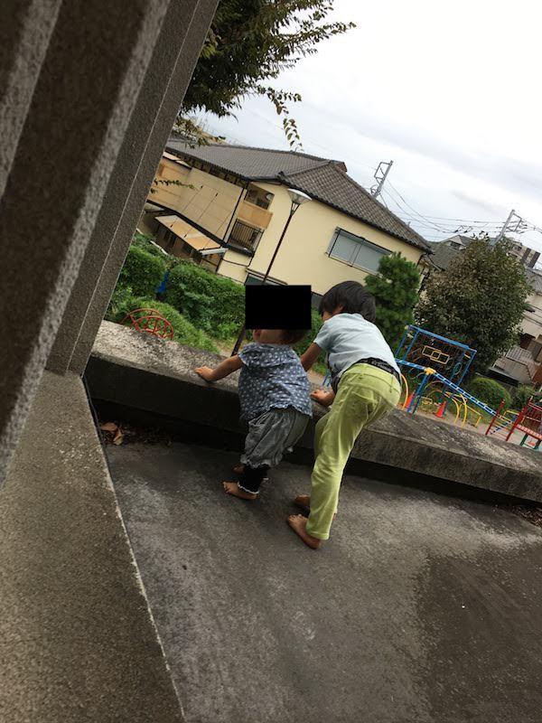 大和児童館の乳幼児室は二面採光で明るいしおもちゃも充実