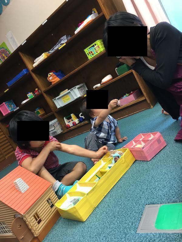 乳幼児室はないが音楽室やプレイルームでおもちゃで遊べる