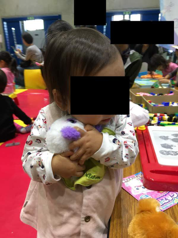 いろんなおもちゃのフリープレイコーナーは広々と遊べるので赤ちゃん連れにおすすめ