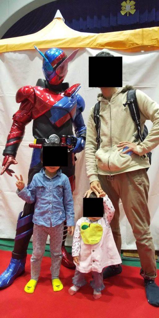 仮面ライダービルドと記念撮影